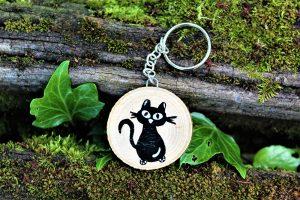 portachiavi-legno-dipinto-a-mano-gatto-seduto