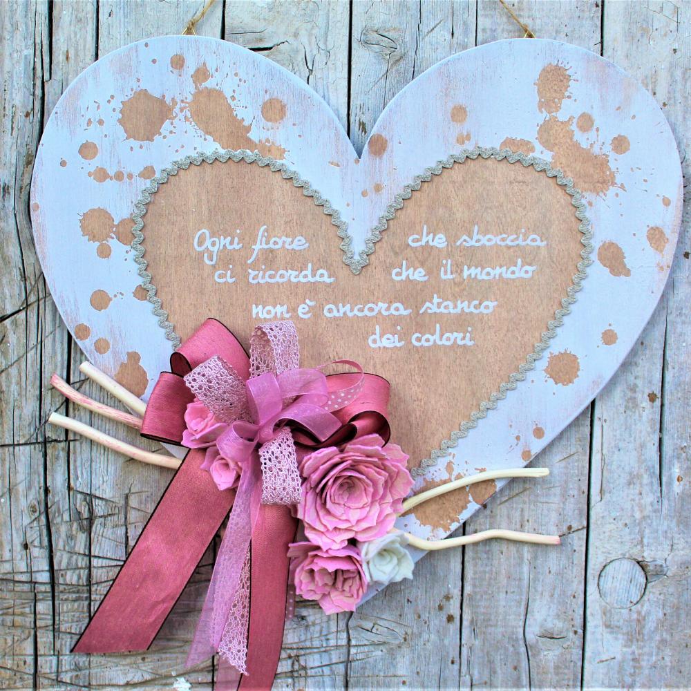 Cuore-in-legno-shabby-fiori-rosa
