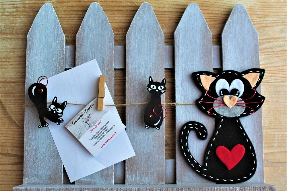 Staccionata-legno-porta-documenti-gatto