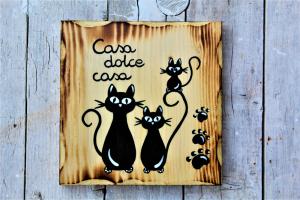 targhetta-legno-quadrata-dipinta-a-mano-famiglia-gatti-casa-dolce-casa
