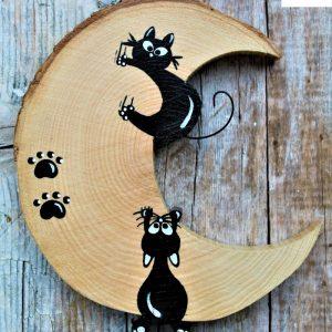 luna-in-legno-coppia-gatti-arrampicati-fronte