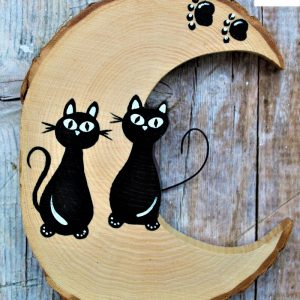 luna-in-legno-coppia-gatti-seduti-fronte