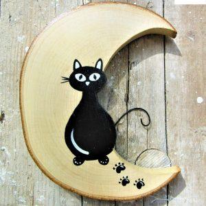 luna-in-legno-gatto-seduto-fronte