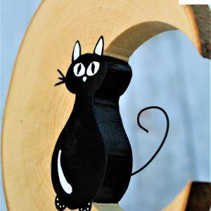 luna-in-legno-gatto-seduto-fronte-dettaglio
