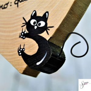 cuore-in-legno-dipinto-a-mano-gatto-arrampicato-gatto-che-dorme-dettaglio