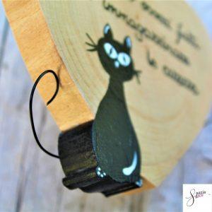 cuore-in-legno-dipinto-a-mano-gatto-seduto-dettaglio