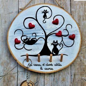 appendi-chiavi-legno-dipinto-a-mano-albero-della-vita-gatti-base-grigia-dettaglio