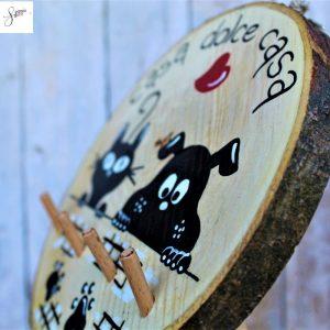 appendi-chiavi-legno-dipinto-a-mano-casa-dolce-casa-cane-gatto-muretto-dettaglio2