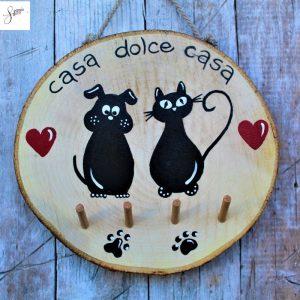 appendi-chiavi-legno-dipinto-a-mano-coppia-cane-gatto-seduti