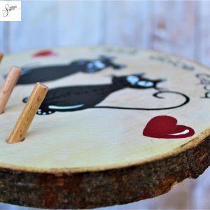 appendi-chiavi-legno-dipinto-a-mano-coppia-cane-gatto-seduti-dettaglio