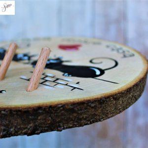 appendi-chiavi-legno-dipinto-a-mano-coppia-gatti-sul-muretto-dettaglio