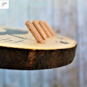 appendi-chiavi-legno-dipinto-a-mano-gatto-a-cavalcioni-sul-muretto-dettaglio