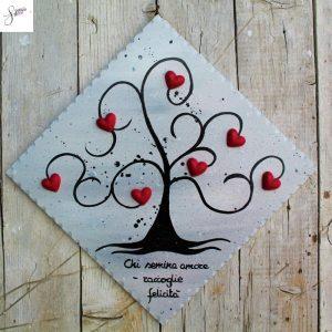 targhetta-legno-dipinta-a-mano-albero-della-vita-grigio-cuori-rossi-ceramica-20x20cm