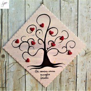 targhetta-legno-dipinta-a-mano-albero-della-vita-marrone-cuori-rossi-ceramica-25x25cm