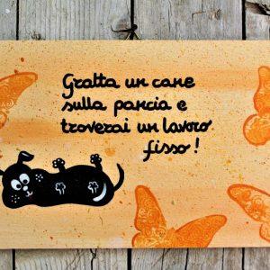 targhetta-legno-dipinta-a-mano-farfalle-arancio-cane-13x25cm