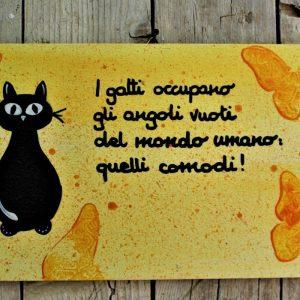 targhetta-legno-dipinta-a-mano-farfalle-gialle-gatto-13x25cm