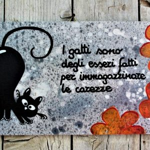 targhetta-legno-dipinta-a-mano-fiori-arancio-gatto-13x25cm