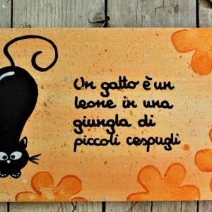 targhetta-legno-dipinta-a-mano-fiori-arancio-gatto-13x25cm-v2