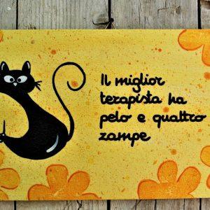 targhetta-legno-dipinta-a-mano-fiori-gialli-gatto-13x25cm