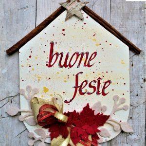 targhetta-legno-dipinta-a-mano-fiori-panno-lenci-buone-feste-rosso