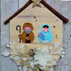 targhetta-legno-dipinta-a-mano-fiori-panno-lenci-presepio