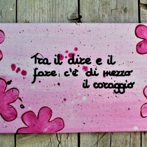 targhetta-legno-dipinta-a-mano-fiori-rosa-aforisma-13x25cm
