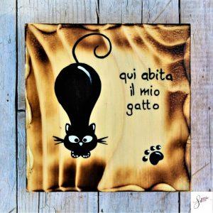 targhetta-legno-quadrata-dipinta-a-mano-gatto-agguato