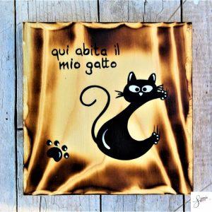 targhetta-legno-quadrata-dipinta-a-mano-gatto-arrampicato