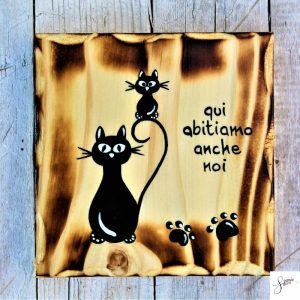 targhetta-legno-quadrata-dipinta-a-mano-gatto-con-gattino