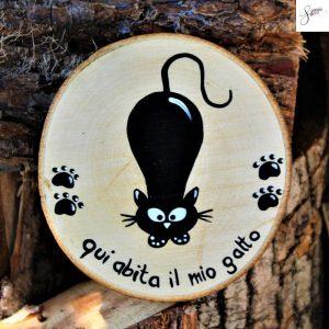 targhetta-legno-rotonda-dipinta-a-mano-gatto-agguato