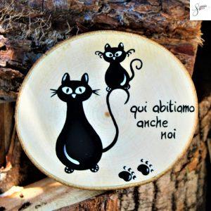 targhetta-legno-rotonda-dipinta-a-mano-gatto-con-gattino