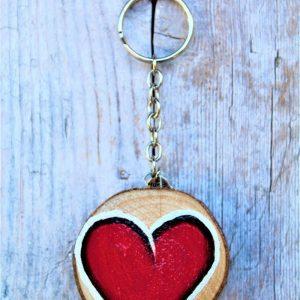 portachiavi-legno-dipinto-a-mano-cuore-rosso