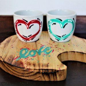 Tazzine-ceramica-vassoio-legno-cuori-fuxia-verde-love