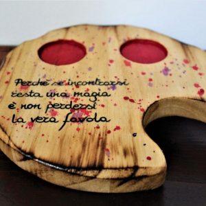Tazzine-ceramica-vassoio-legno-cuori-rossi-aforisma-vassoio