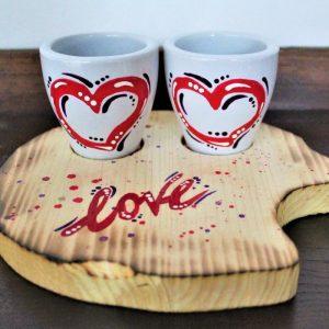 Tazzine-ceramica-vassoio-legno-cuori-rossi-love1