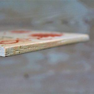 targhetta-in-legno-moderna-dipinta-a-mano-margherita-arancione-dettaglio