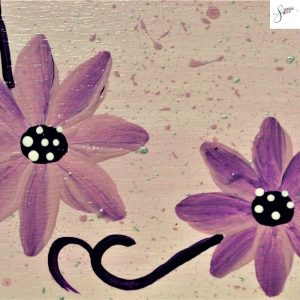 targhetta-in-legno-moderna-dipinta-a-mano-margherite-viola-dettaglio