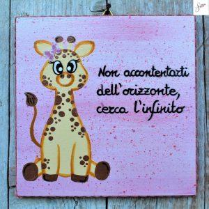 targhetta-legno-bomboniera-battesimo-giraffa-rosa