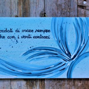targhetta-legno-dipinta-a-mano-farfalla-azzurra-13x25cm
