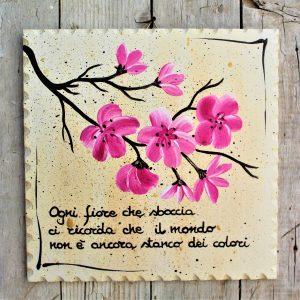 targhetta-legno-dipinta-a-mano-ramo-fiori-pesco-20x20cm