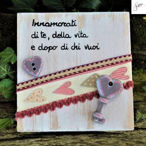 targhetta-legno-dipinta-a-mano-shabby-chich-cuori-rosa-v2