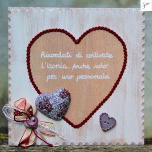 targhetta-legno-shabby-dipinta-a-mano-cuore-rosso1