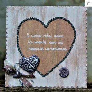 targhetta-legno-shabby-dipinta-a-mano-cuore-tortora1
