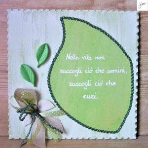targhetta-legno-shabby-dipinta-a-mano-foglia-verde