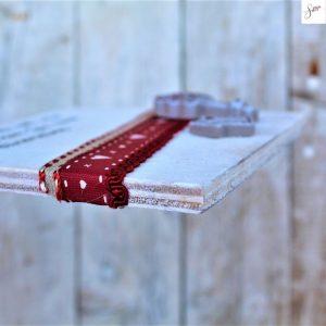 targhetta-shabby-legno-dipinta-a-mano-rossa3-dettaglio