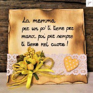 targhetta-in-legno-fiori-gialli-festa della-mamma