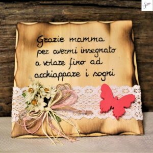 targhetta-in-legno-fiori-rosa-festa della-mamma